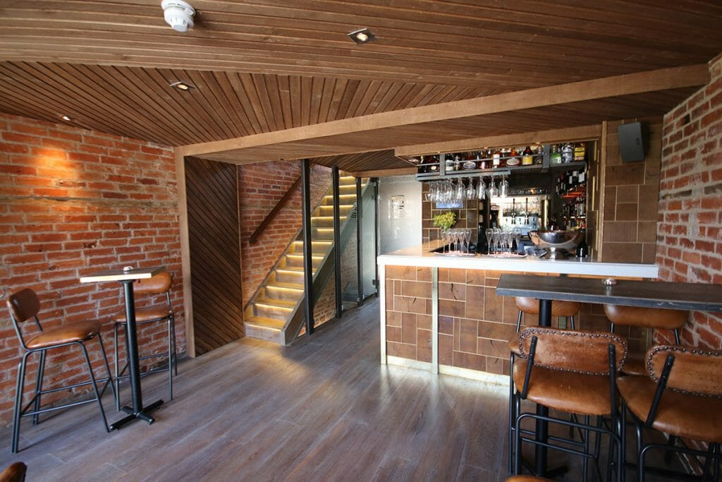 Places to eat in Portsmouth- The new bar at Becketts Southsea